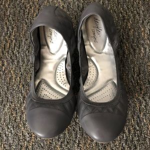 Grey quilted dexflex comfort flats size 11w